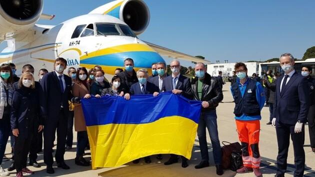 Украинским врачам, помогавшим в Италии, вручили награды МВД: фото и видео