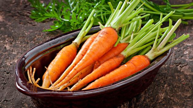 Виноваты дожди: в Украине подскочили цены на молодую морковь