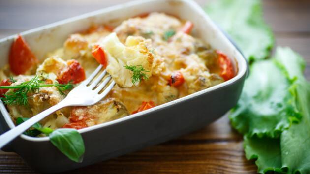 Рецепт диетической запеканки из цветной капусты с помидорами и сыром