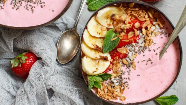 Что приготовить на завтрак с клубникой: три быстрых рецепта