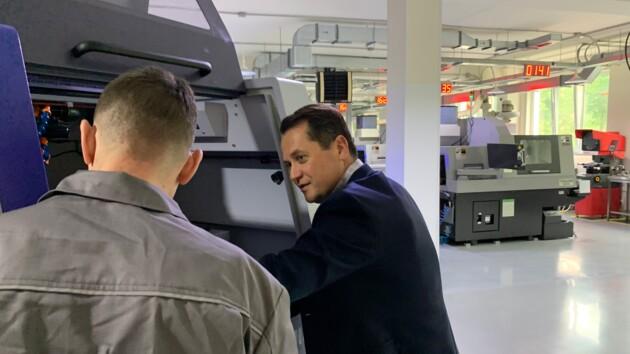 Первый в Украине инновационный завод по производству имплантов увеличивает производственные мощности