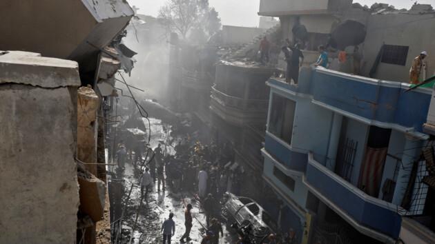 Самолет, который потерпел крушение в Пакистане, недавно прошел техобслуживание