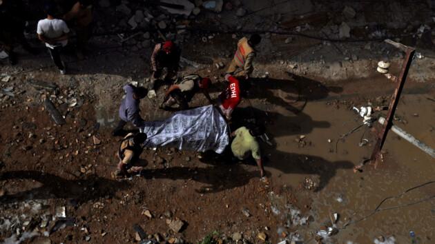 Крушение самолета в Пакистане: стало известно о выживших (фото и видео)