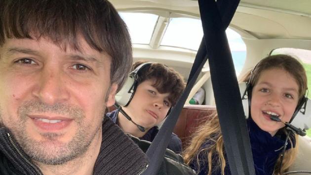 Шовковский покатал на самолете детей своей возлюбленной от предыдущего