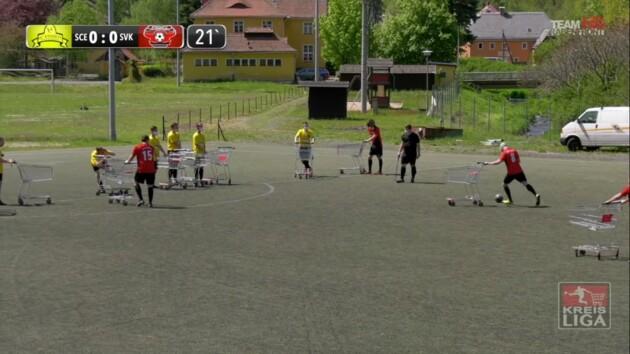 Футбол с тележками из супермаркета: в Германии придумали, как играть во время карантина
