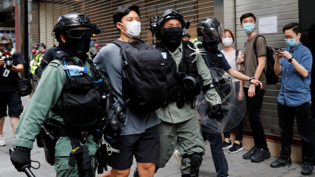 Гонконг охватили протесты из-за гимна Китая: фото и видео беспорядков