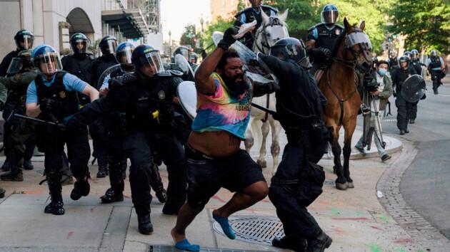 Протесты из-за убийства афроамериканца в США: количество задержанных впечатляет