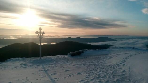 В Карпатах выпал летний снег и ударили морозы: появилось фото