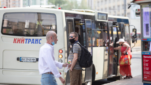 Коронавирус в Киеве: Кличко пригрозил снова ограничить работу транспорта