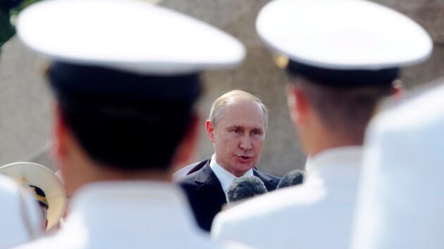 Путин впервые за время карантина появился на публике: видео