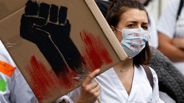 Во Франции от коронавируса умерло почти 30 тысяч человек