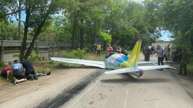 Момент крушения самолета в Одессе попал на видео