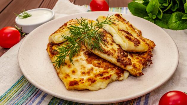 Рецепт сытного завтрака: как приготовить яичницу в лаваше