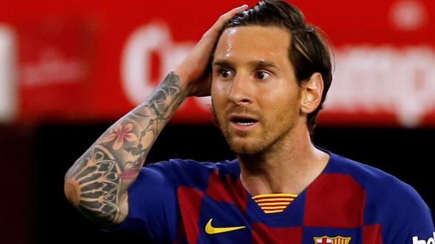 """""""Барселона"""" показала отметину на ноге у Месси, оставшуюся после грубого подката бразильца"""