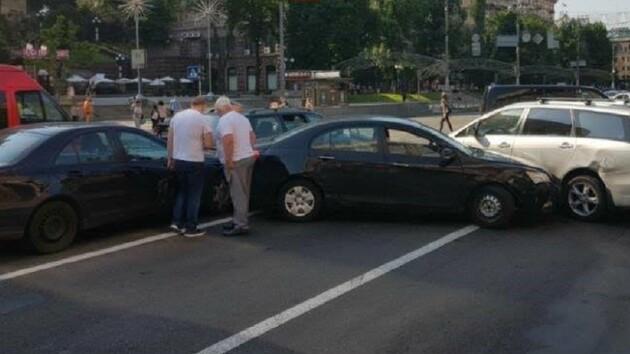 Массовое ДТП в Киеве: на Крещатике столкнулись пять машин (фото)