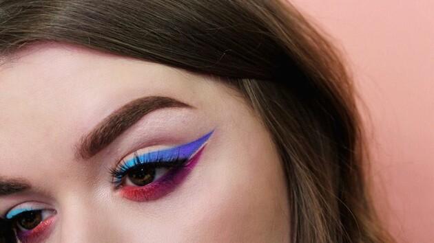Больше хайлайтера и ярких красок: как выглядит модный макияж этого лета