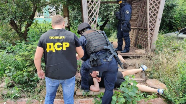 """В Кривом Роге депутат и полицейский """"выбивали"""" несуществующие долги"""