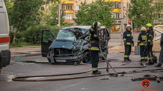 В Днепре в ДТП попал микроавтобус с ульями: погиб ребенок (фото и видео)