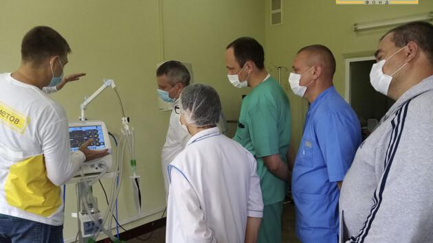 Львовский госпиталь ветеранов получил аппарат ИВЛ от Фонда Рината Ахметова