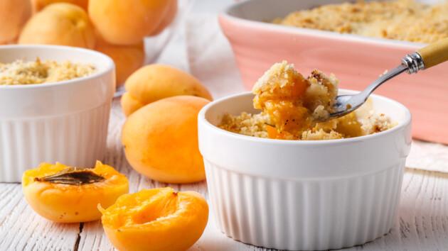 Рецепт быстрого крамбла с абрикосами и корицей