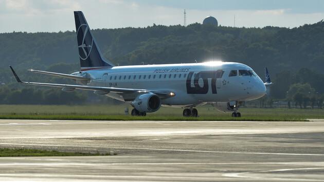 Польская авиакомпания начнет летать в три украинских города