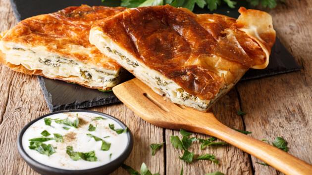 Рецепт ленивого пирога из лаваша с брынзой и зеленью от Татьяны Литвиновой