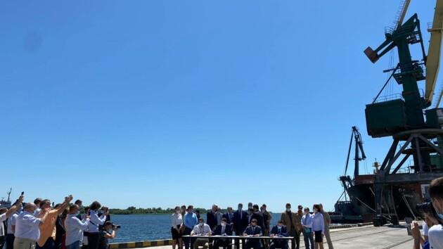 Зеленский посетил церемонию передачи Херсонского порта в концессию