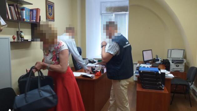 """В Киеве следователь """"потерял"""" 1,2 млн гривен, изъятых при обыске"""