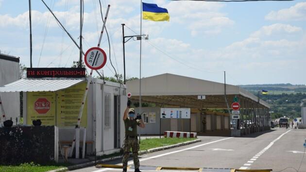 """В главный курорт """"ДНР"""" - огромная очередь из авто, в свободную Украину их не пускают (видео)"""