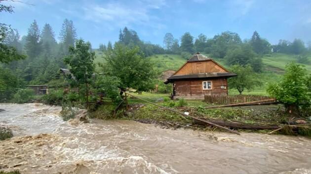 На Закарпатье опять резко поднялась вода: в чем причина