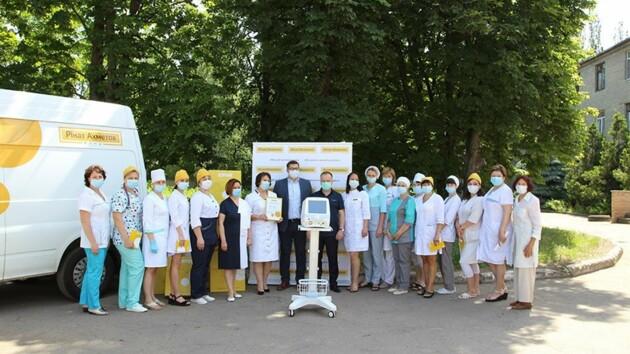 Фонд Рината Ахметова закупил для больниц оборудование для борьбы с коронавирусом