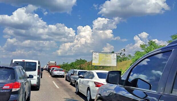 Трасса Одесса-Киев стоит в пробках, отдыхающие массово едут домой: фото