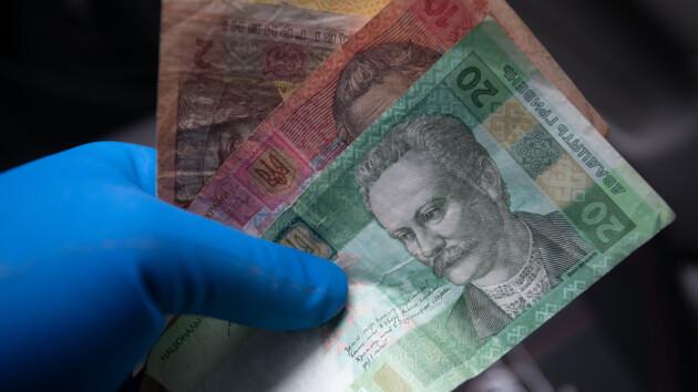 Зарплаты украинцев упали впервые за четыре года