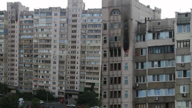 """""""Район сглазили"""": в Киеве на Позняках горел еще один дом"""