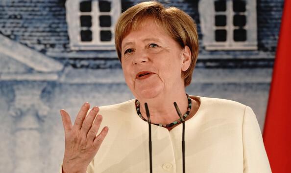 Меркель рассказала, почему редко носит маску