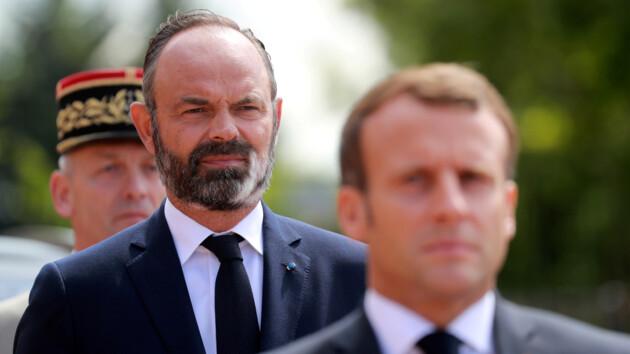 Премьер Франции подал в отставку: что произошло