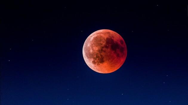 """Землю накроет """"Громовая Луна"""": как смотреть лунное затмение онлайн"""