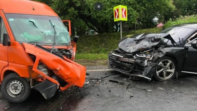 Во Львовской области в лобовом ДТП пострадали 11 человек (фото)