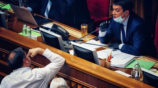 «Не нужно на меня тыкать»: видео перепалки Разумкова с депутатами в Раде