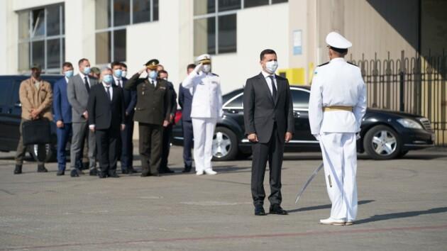 Чтобы мы были морской державой: Зеленский в Одессе принял участие в торжествах по случаю Дня ВМСУ (видео)