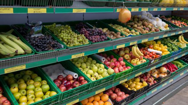 Не яблоки и не персики: аналитики назвали самый дешевый фрукт в Украине