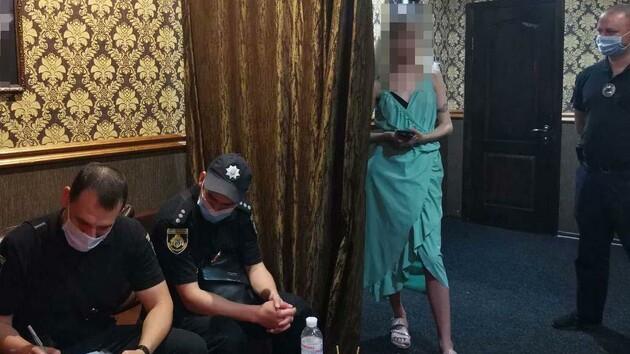 В Кривом Роге копы накрыли два борделя и онлайн-порностудию (фото)