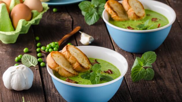 Рецепт супа-пюре из зеленого горошка с жареным беконом