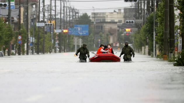 Наводнение в Японии: погибли десятки, миллион человек нужно эвакуировать (фото и видео)