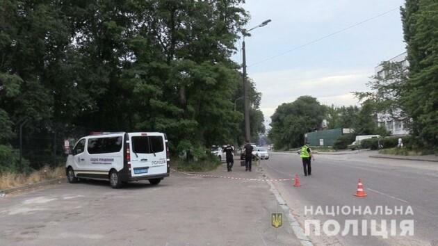 В Киеве возле станции метро жестоко убили мужчину (фото, видео)