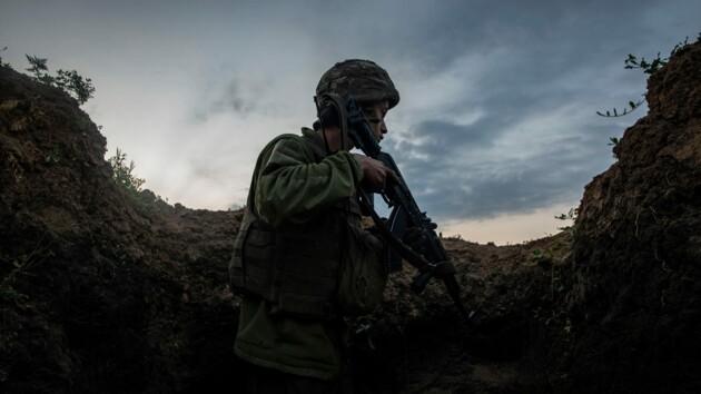 На Донбассе под обстрелами оккупантов ранены четверо бойцов ВСУ