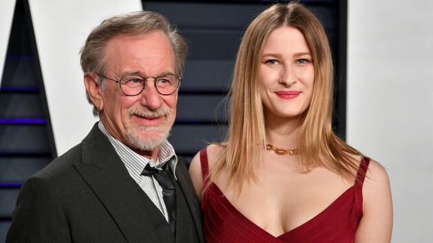Дочь Стивена Спилберга выходит замуж: фото 23-летней Дестри и ее жениха