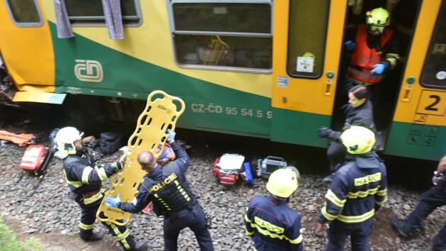 В Чехии столкнулись два пассажирских поезда: есть погибшие, десятки раненых