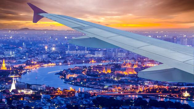 """Просто посидеть в самолете: аэропорт предложил пассажирам """"фейковые полеты"""""""