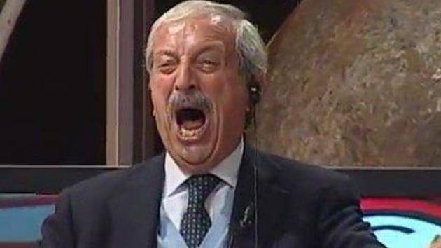 """До слез! 77-летний комментатор взорвал Сеть реакцией на голы """"Милана"""" в игре с """"Ювентусом"""""""